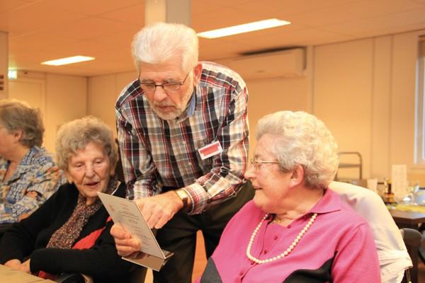 Gouden oudere vrijwilligers