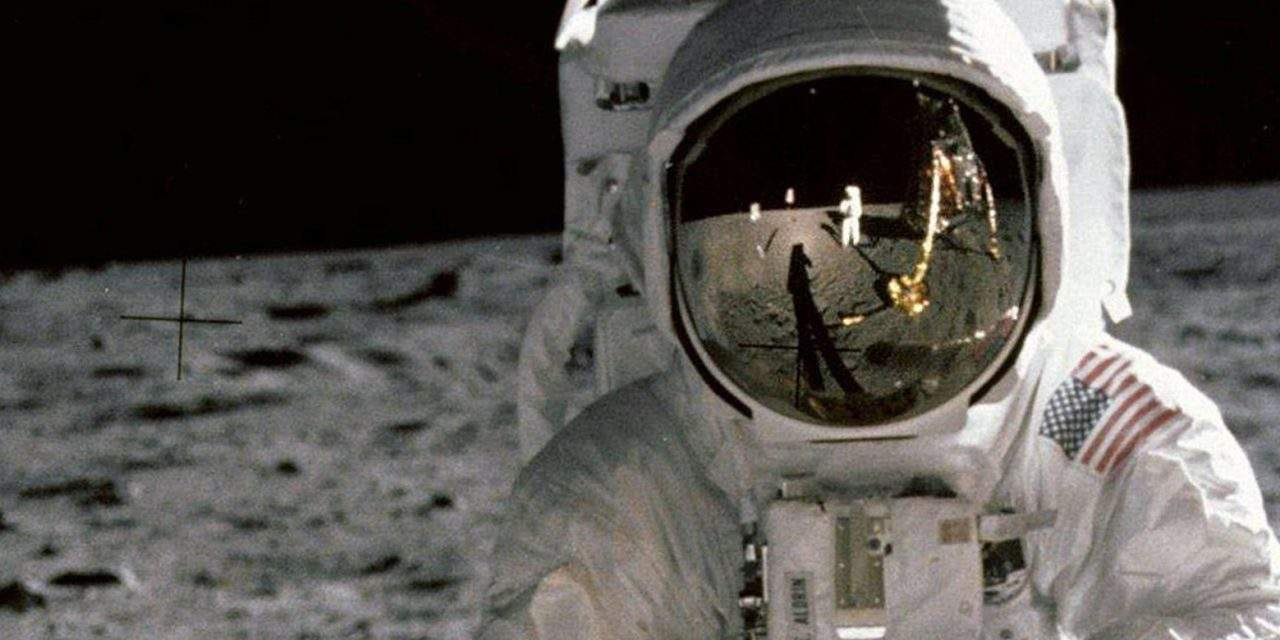 Naar de maan en terug: vakantiekiekjes uit de ruimte