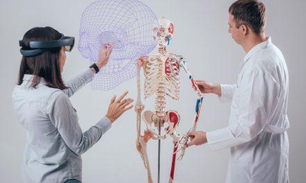 Een spuitje geven aan een hologram of een hart ronddraaien in augmented reality?