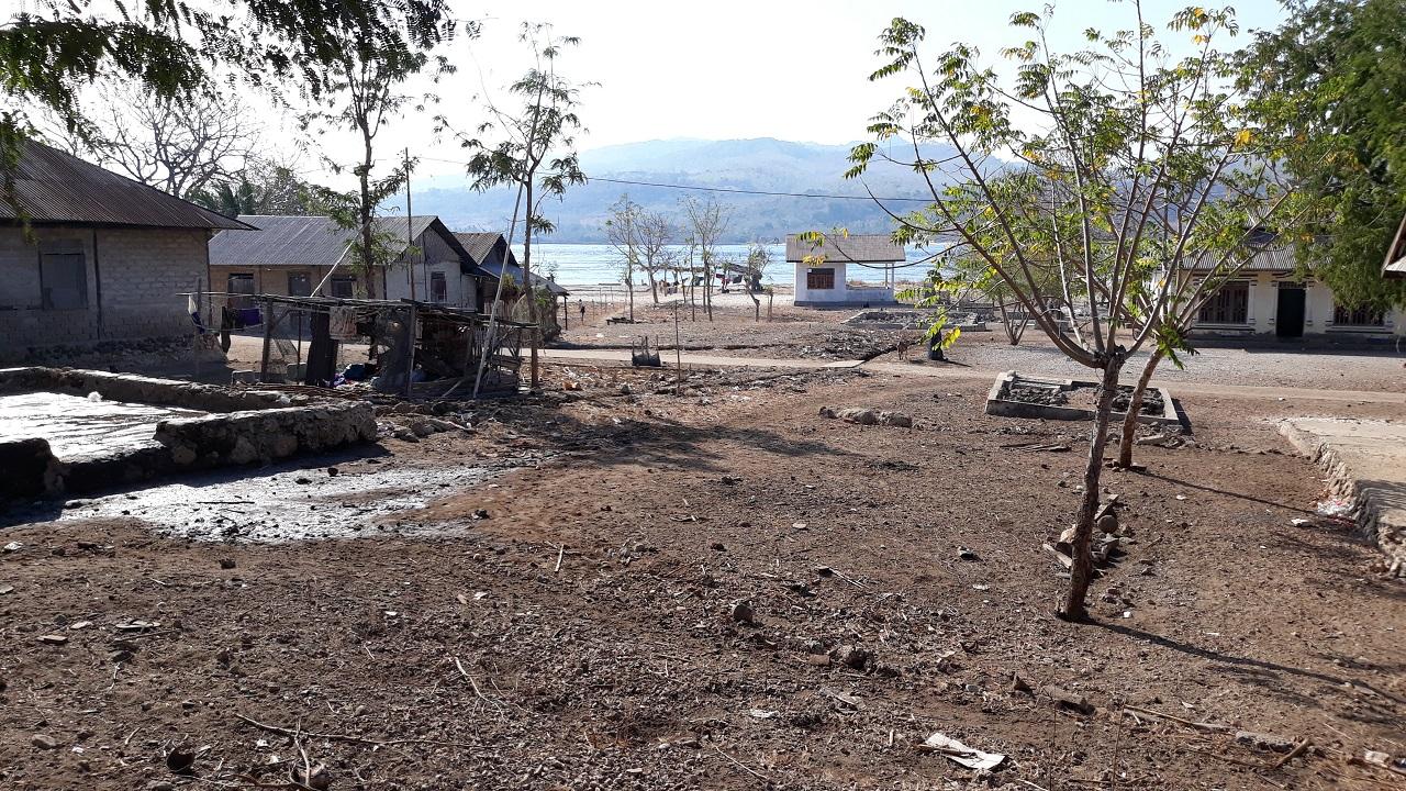 Kust op het eilandje Kangge, bij het eiland Pantar. Hier wordt Alorees gesproken. (Foto: Yunus Sulistyono)